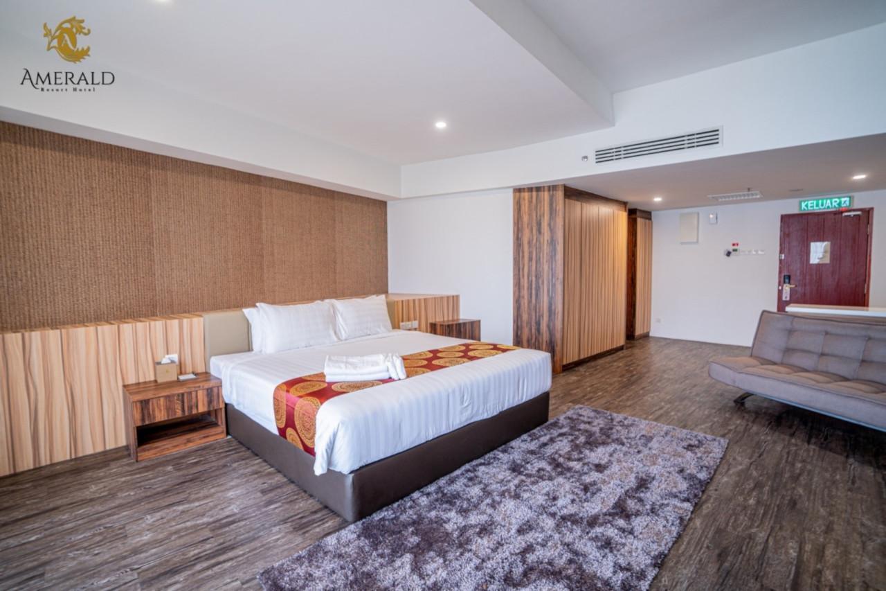 johor bahru grand deluxe room desaru hotel johor malaysia